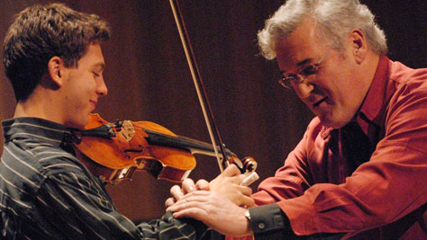 Pinchas Zukerman teaches students